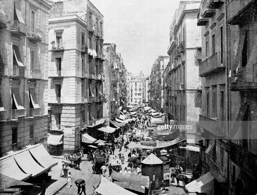Antique photography-derived dot print illustration: people in Naples (Italy) : Stockillustraties