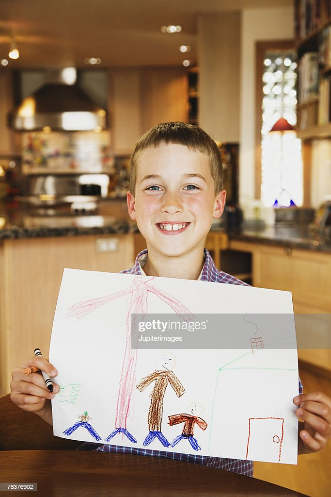 Boy showing colored drawing : Illustrazione stock
