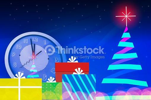 Image Brillante De Noel.Arbre De Noel Avec Etoile Brillante De Lumiere A Minuit