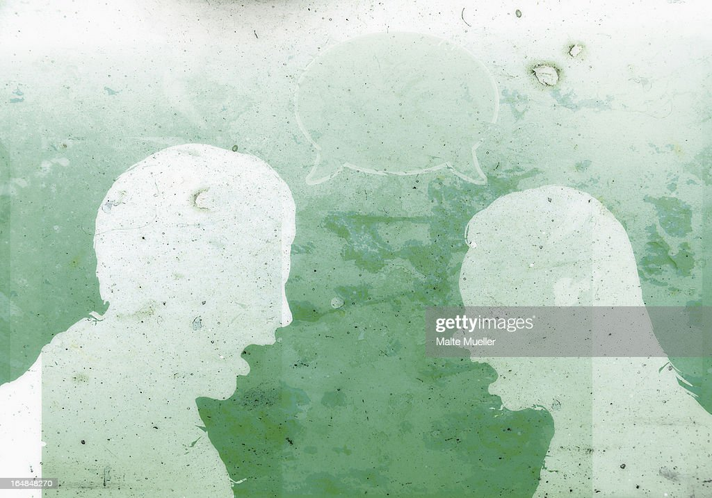 A faceless man and a faceless woman with mouths open wide sharing a speech bubble : Stock Illustration