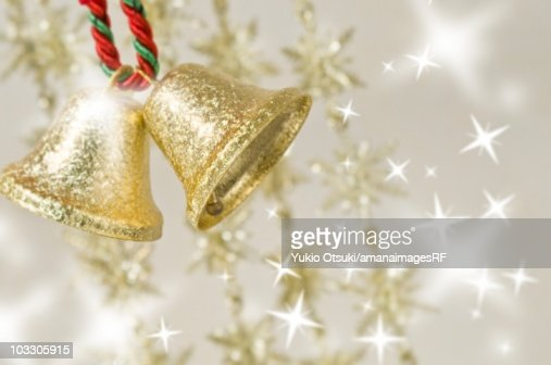 Hanging gold Christmas bells with star shaped illuminations : Ilustración de stock