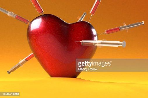 Heart spiked with syringe : Stock Illustration