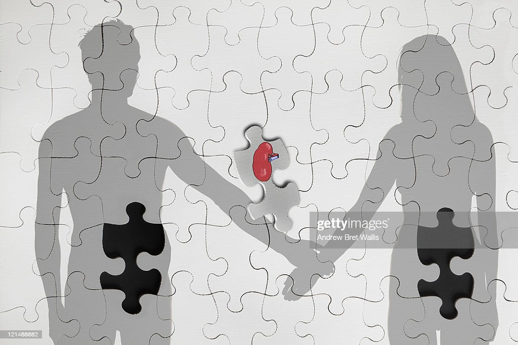 Last jigsaw piece matches male & female torsos : Stock Illustration