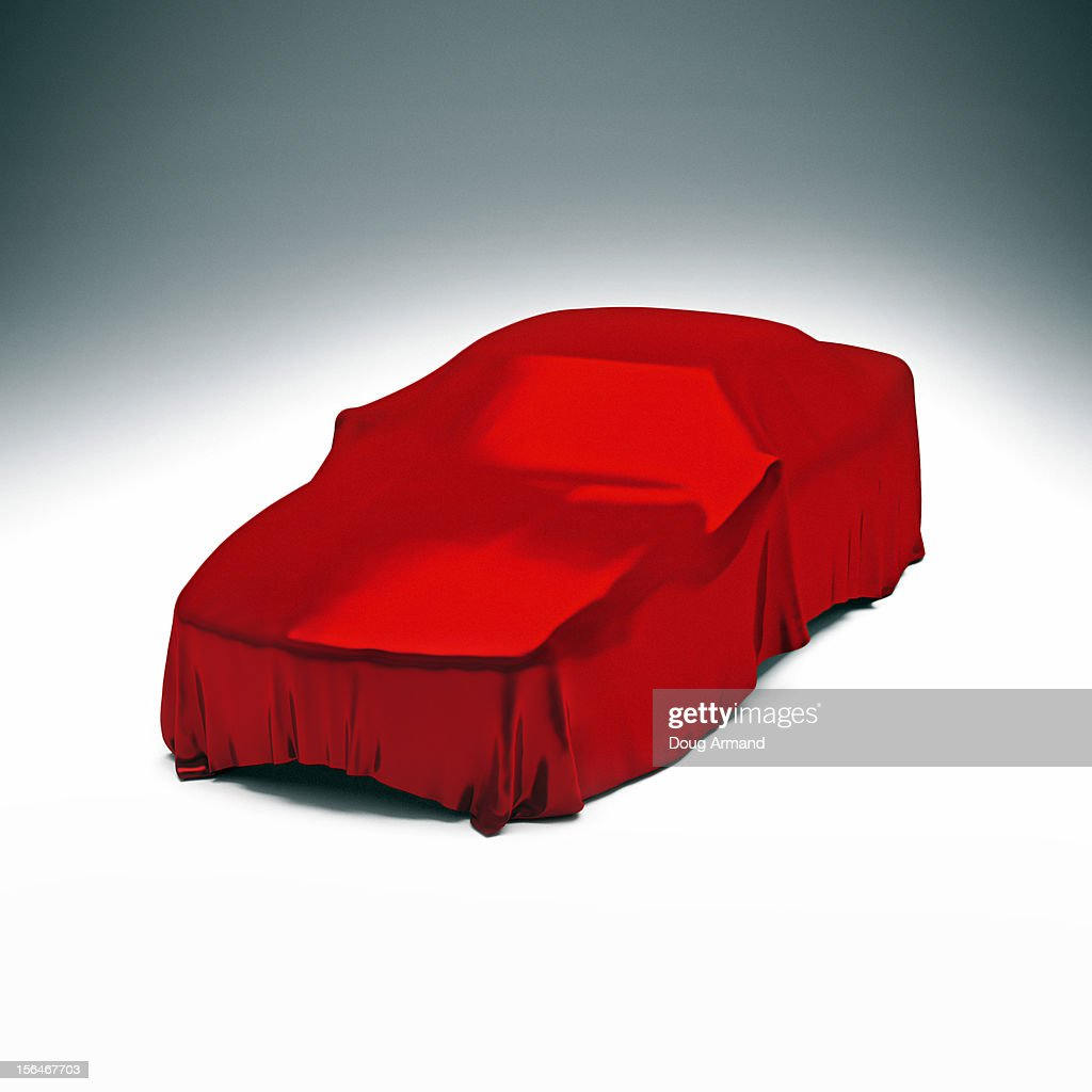 Mystery luxury car under red satin cloth : Stock Illustration