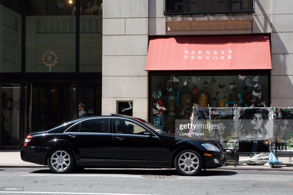 Private towncars and their drivers await shoppers at Barneys. : Stock Illustration