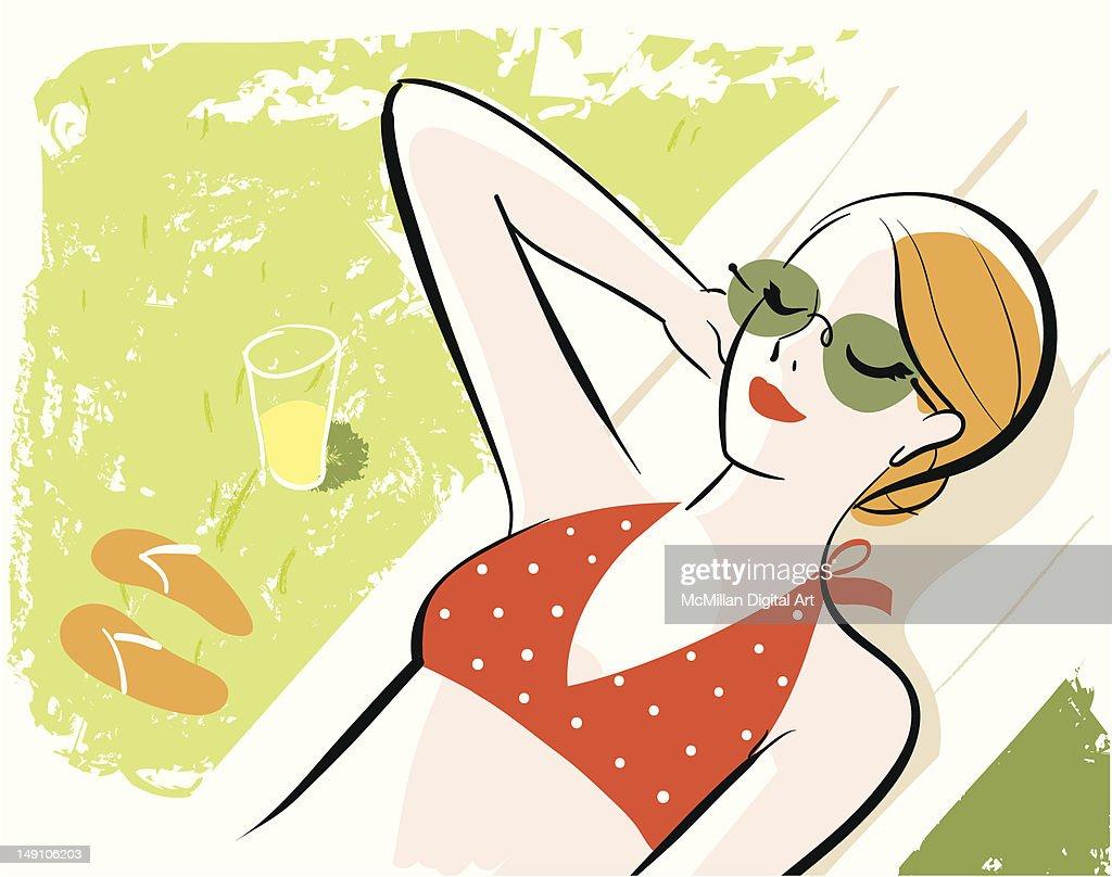Woman sunbathing : Vector Art