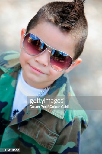 A Young Boy With A Mohawk And Sunglasses : ストックイラストレーション