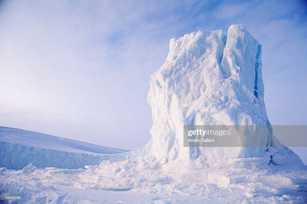 ICEBERG ON BAFFIN ISLAND IN CANADA : Foto de stock