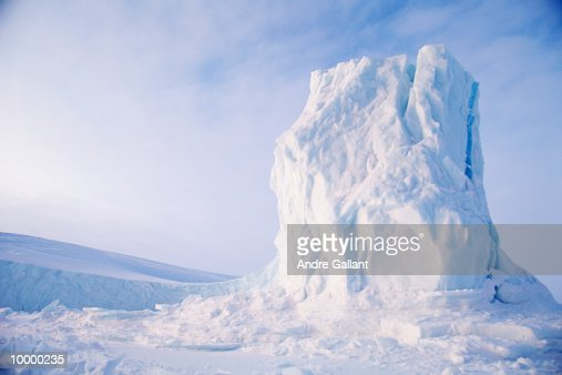 ICEBERG ON BAFFIN ISLAND IN CANADA : Photo