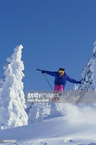 SKIER IN MIDAIR : Stock-Foto