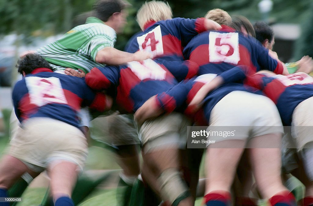 RUGBY SCRUM IN BLUR : Stock-Foto
