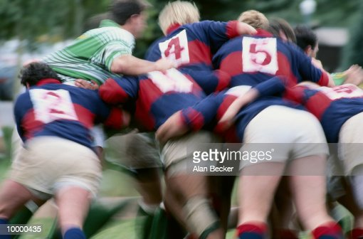 RUGBY SCRUM IN BLUR : Stockfoto