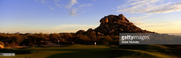 2ND GREEN IN CAREFREE, ARIZONA : Stock Photo
