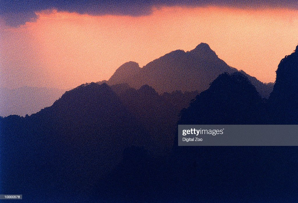 YELLOW MOUNTAIN IN EAST CHINA : Stock Photo