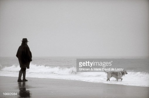WOMAN WITH DOG ON BEACH : Foto de stock