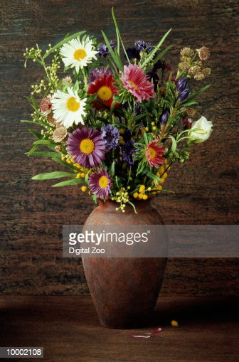 FLOWER BOUQUET IN RUST COLORED VASE : Photo