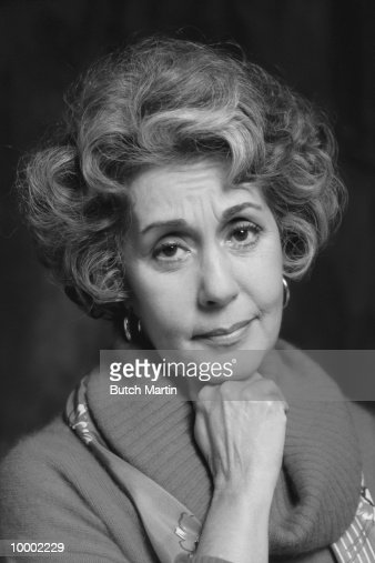 HEAD SHOT OF A MATURE WOMAN IN BLACK AND WHITE : Foto de stock