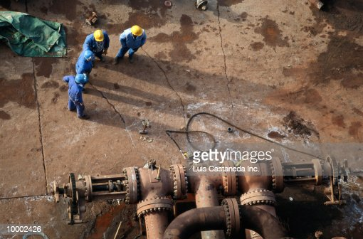 WORKERS AT ALUMINUM PROCESSING PLANT : Bildbanksbilder