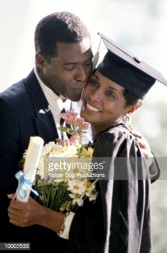 BLACK COUPLE AT WOMAN'S GRADUATION : Stock-Foto