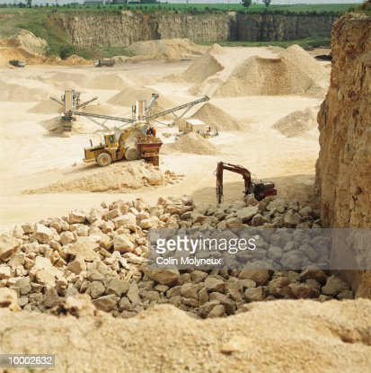 GRADING MACHINES IN ROCK QUARRY IN UNITED KINGDOM : Stock Photo