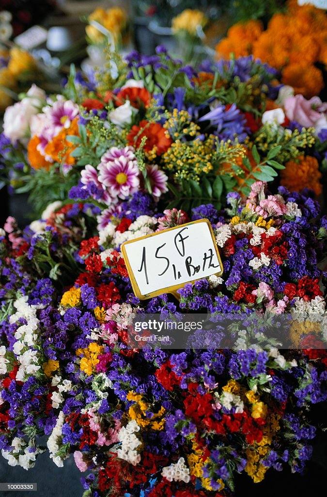 FLOWERS AT FLOWER STAND : Stock-Foto