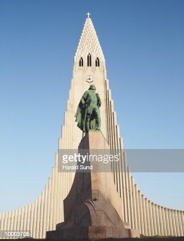 HALLGRIMSKIRKJA IN REYKJAVIK, ICELAND : Foto de stock