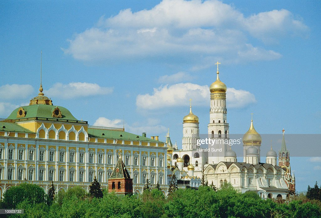 BELL TOWER WITH IVAN THE GREAT AND THE KREMLIN IN MOSCOW : ストックフォト