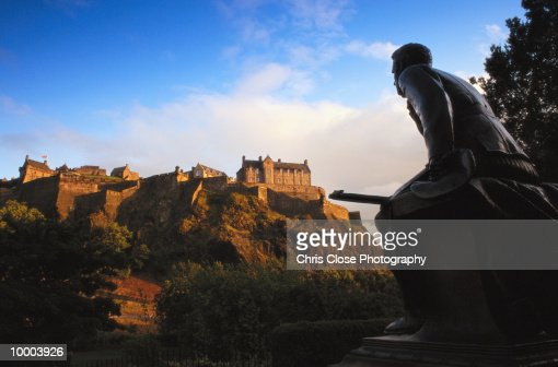 EDINBURGH CASTLE AND WAR MEMORIAL IN SCOTLAND : Stock Photo
