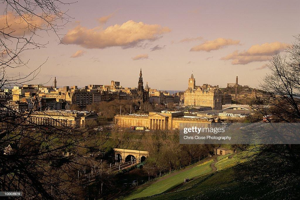 OVERVIEW OF EDINBURGH, SCOTLAND : Bildbanksbilder