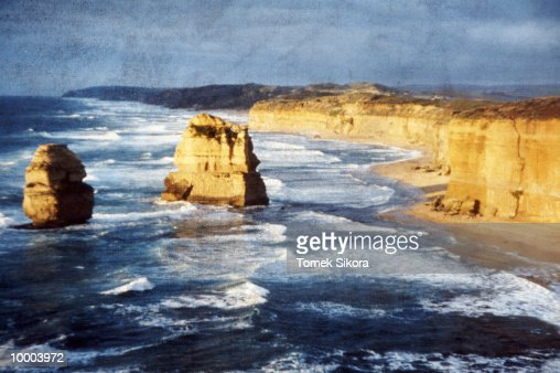12 APOSTLES ROCKS & COAST IN AUSTRALIA : Stock-Foto