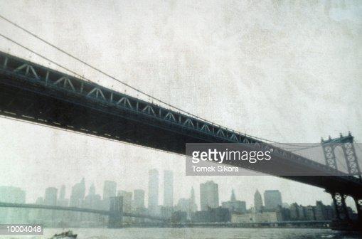 BRIDGES & SKYLINE IN NEW YORK : Bildbanksbilder