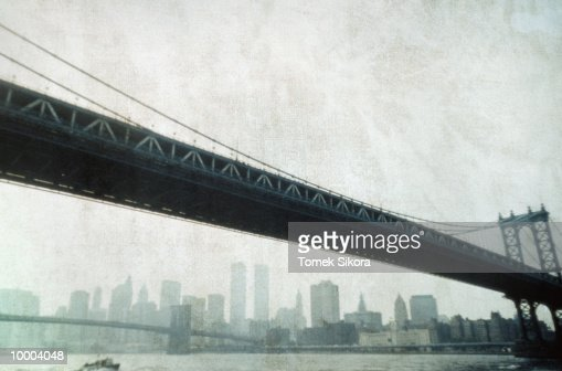 BRIDGES & SKYLINE IN NEW YORK : Stock-Foto