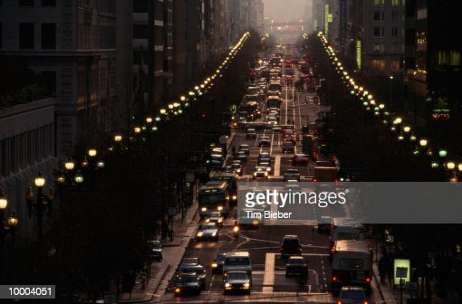CITY STREET AT DUSK IN SAN FRANCISCO : Stockfoto