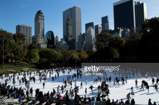 ICE SKATING AT CENTRAL PARK IN NEW YORK : Stock Photo