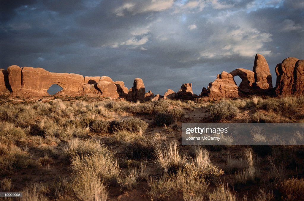 DESERT ROCK LANDSCAPE FORMATIONS : ストックフォト
