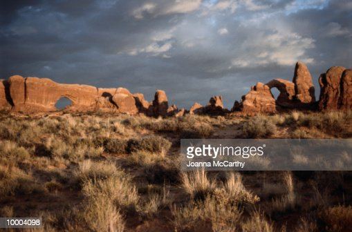 DESERT ROCK LANDSCAPE FORMATIONS : Stock Photo