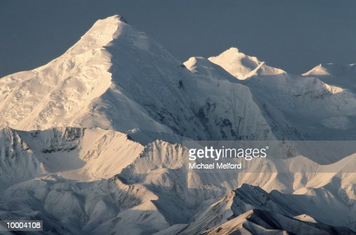 MOUNTAIN BROOKS WITH SUNLIGHT AT DENALI NATIONAL PARK IN ALASKA : Photo