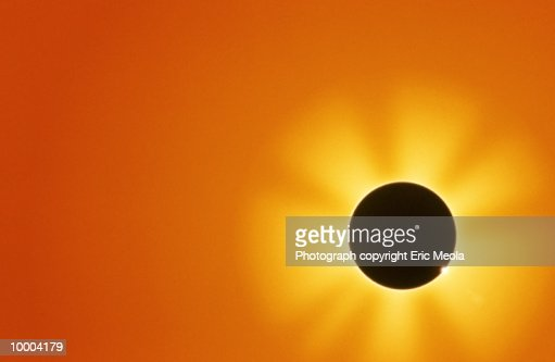 ECLIPSE EFFECT OF THE SUN SHINING : Photo