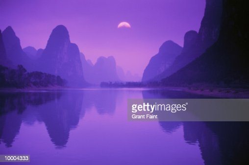 LI RIVER & MOUNTAINS AT DUSK IN GUILIN, CHINA : Stock Photo