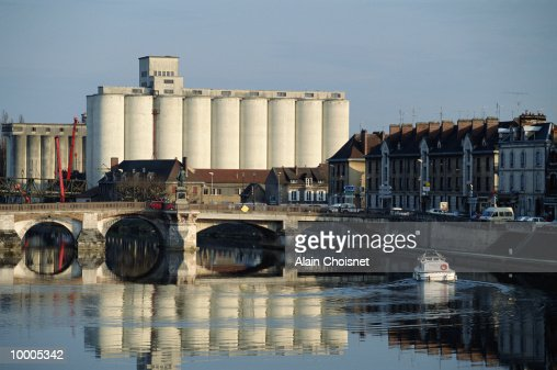 SILO & YONNE RIVER IN AUXERRE CITY, FRANCE : Stock Photo