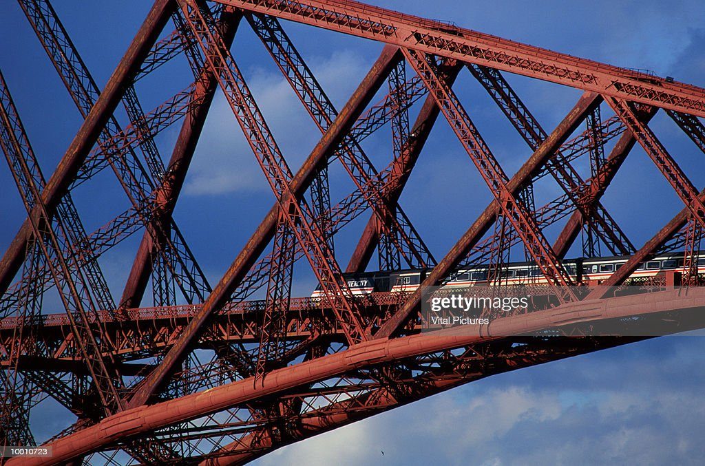 FORTH RAIL BRIDGE IN EDINBURGH IN DETAIL : Stock Photo