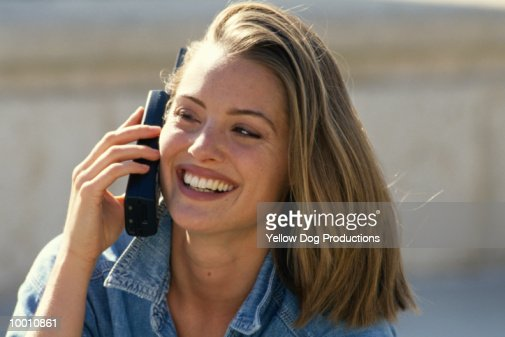 CLOSE-UP OF A YOUNG WOMAN ON PHONE OUTDOORS : Stock-Foto