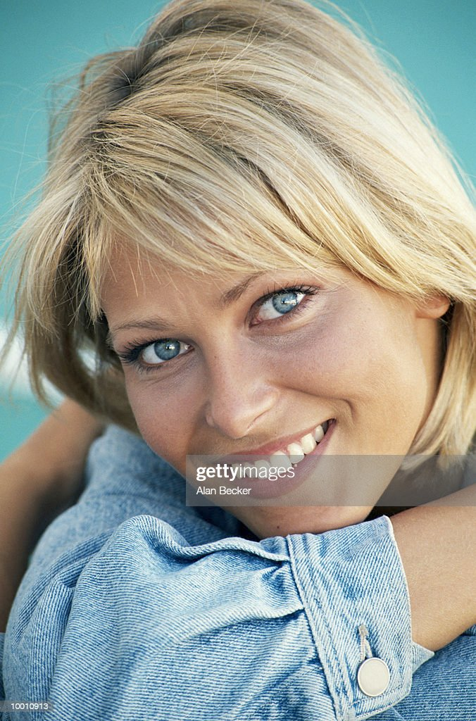 PORTRAIT OF A YOUNG BLONDE WOMAN : Stock Photo