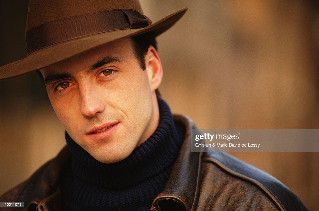 PORTRAIT OF A MAN IN HAT & LEATHER JACKET : Stock-Foto