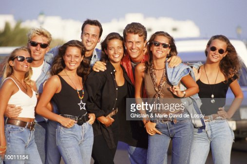 PORTRAIT OF A CASUAL GROUP IN SUNGLASSES : Stock Photo