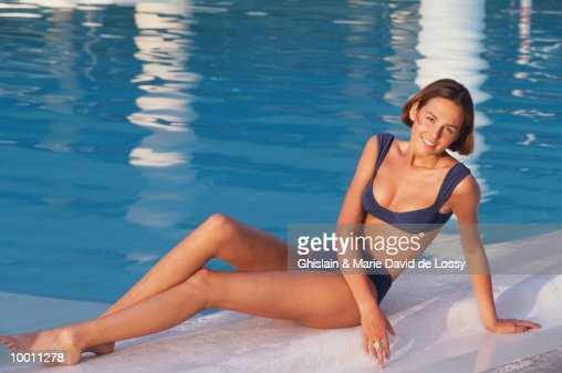 WOMAN IN BIKINI BY POOL : Foto de stock