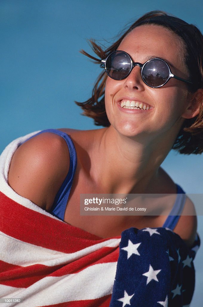 WOMAN WRAPPED IN TOWEL OF US FLAG : Foto de stock