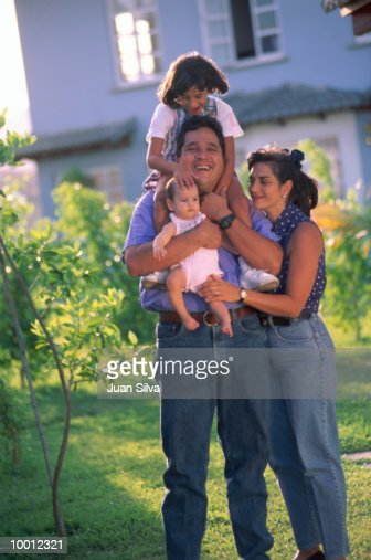 CASUAL PORTRAIT OF A FAMILY OUTDOORS : Stock Photo
