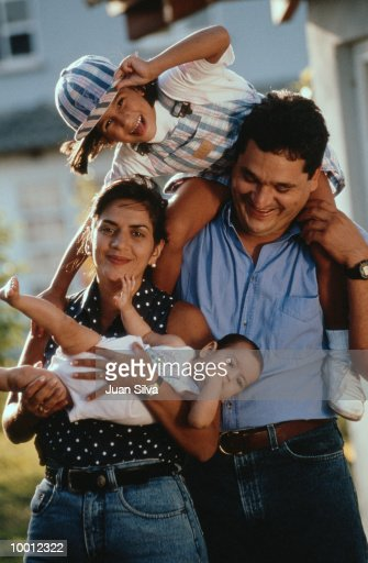 FUN FAMILY PORTRAIT OUTDOORS : Stock Photo