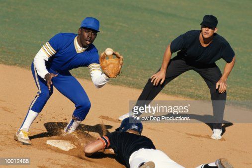 BASEBALL PLAYER SLIDING INTO BASE : Foto de stock
